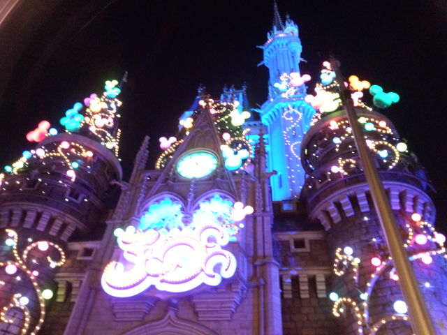 夜のシンデレラ城。